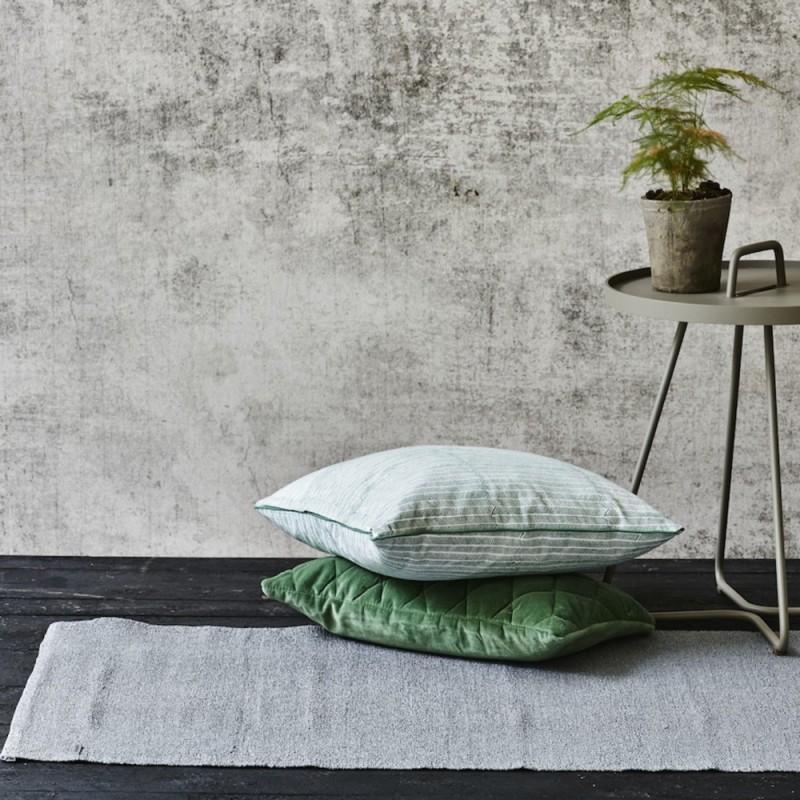 tapis en plastique gris. Black Bedroom Furniture Sets. Home Design Ideas